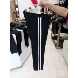 Pantalon noir avec bordures en blanc