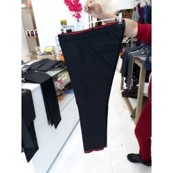 Pantalon noir bordures en rouge